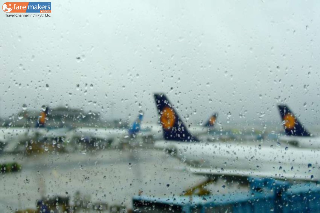 air-traveling-in-rainy-day